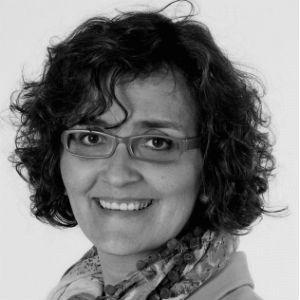 Mónica Lalanda Headshot