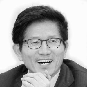 김문수 Headshot