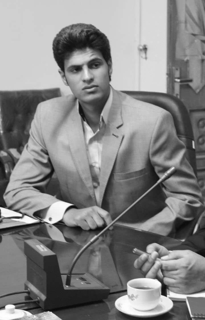ناصر عزيز Headshot