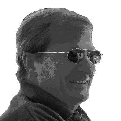 Peter Schönau Headshot
