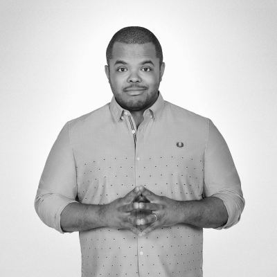Roger Mooking Headshot