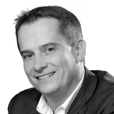 Dr. Roland Heintze Headshot