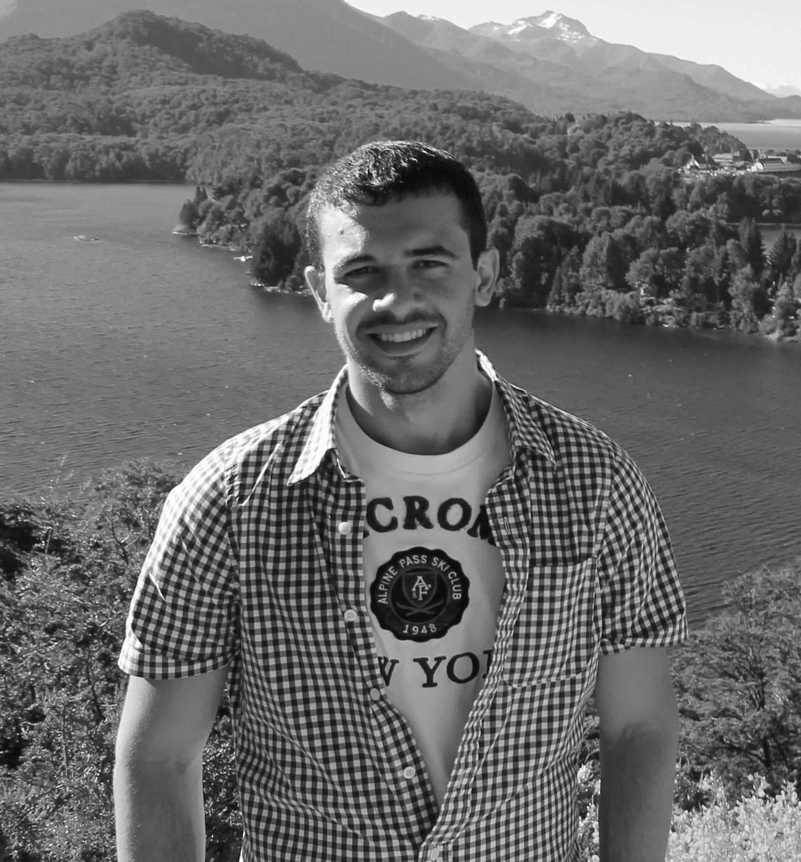 Romulo Rodrigues de Carvalho Headshot