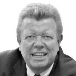 Dr. Ronald Meinardus Headshot