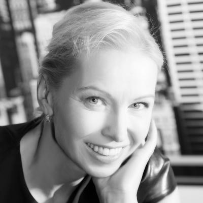 Dr. Sandra Maxeiner Headshot