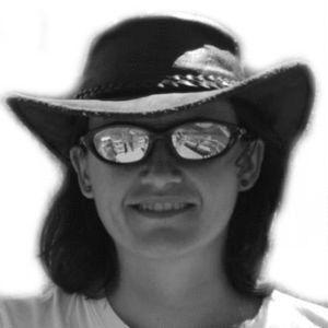 Sandra Vallaure Headshot
