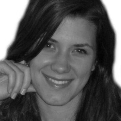 Sarah Kneezle Headshot