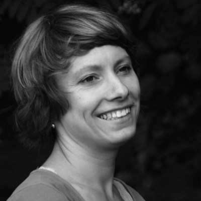 Laura Holzäpfel Headshot