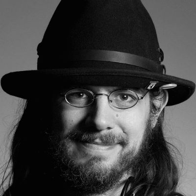 Simon Kowalewski Headshot