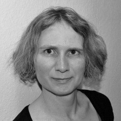 Sonja Bayer Headshot