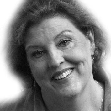 Sue Shanahan Headshot