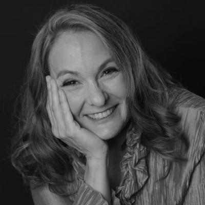 Susanne Mentzer Headshot