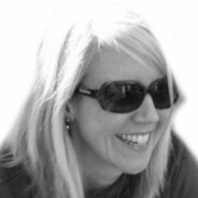 Suzanne Fleet Headshot