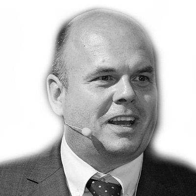 Dr. Winfried Felser Headshot